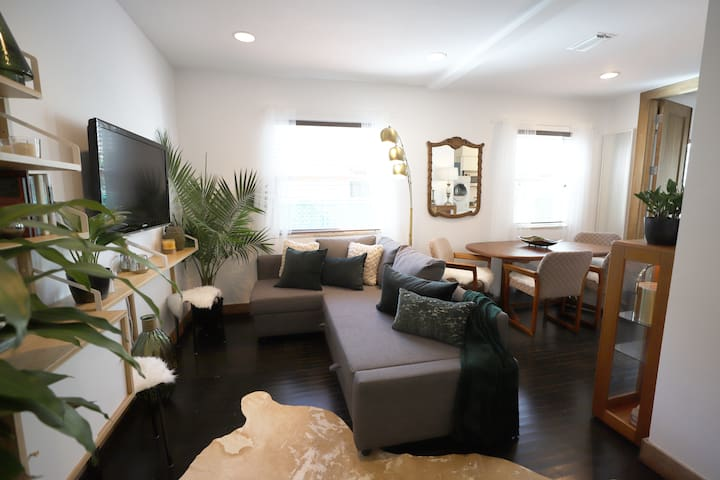 Cozy 2-Bedroom in South of 5th, 5min to Beach