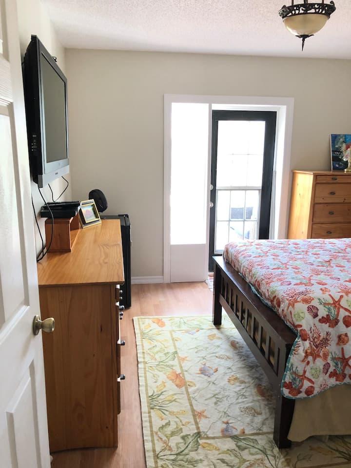 Garden room, peaceful, comfy,  clean & romantic.