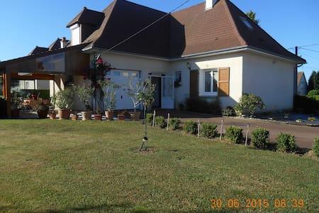 Maison avec enclos à 4minutes d'Aurillac - Ytrac