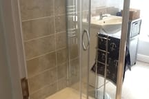 Large 1200 X 800 shower.
