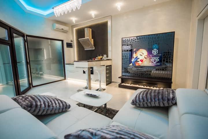 H & V Residence - Diamond Bungalow Apartment