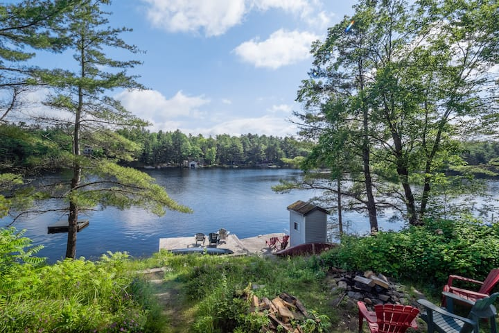Beautiful 6 BEDROOM Muskoka Cottage