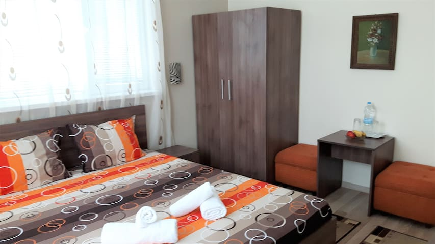 Double Lux room at Guest House Radoychevi