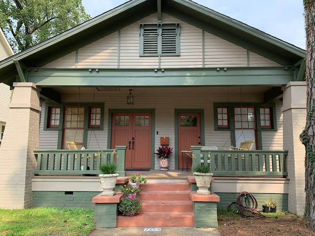 Fully restored beautiful 1925 Craftsman Bungalow