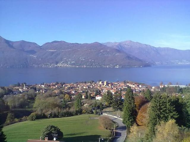 Holiday Apartment in a very quiet and sunny position, offers a spectacular view on the Maggiore Lake