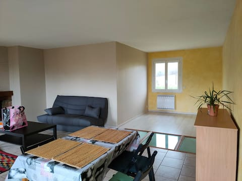 Grand logement, 2 ch, séjour,cuisine, jardin