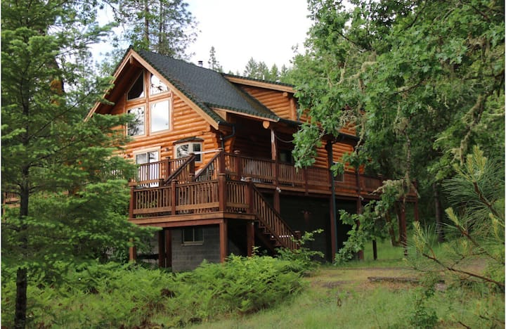 Log Cabin w/Treehouse & Zip Line on Rogue River