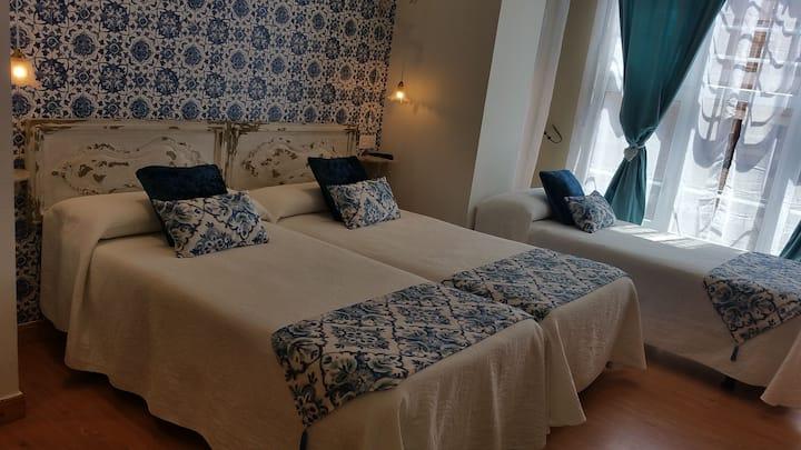 Habitación Triple con 3 camas individuales y baño