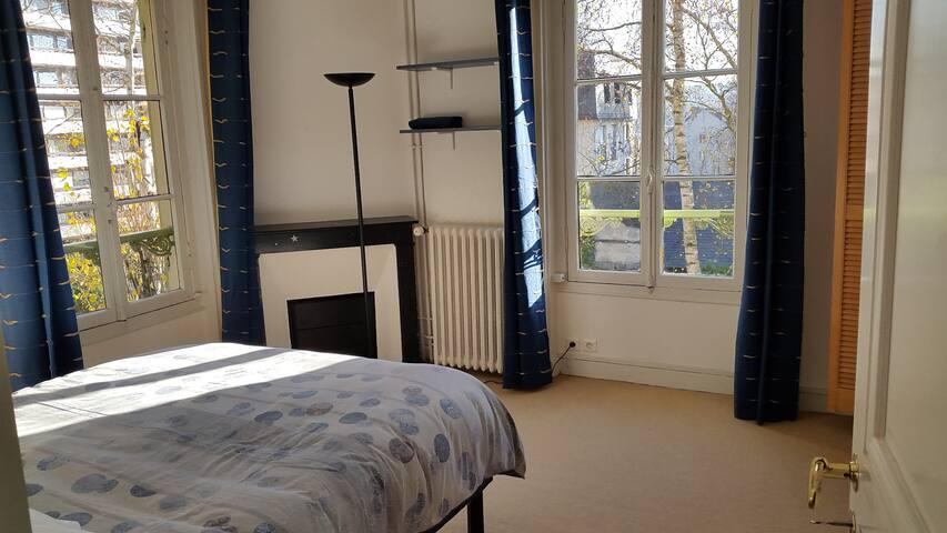 Chambre au calme dans grande maison