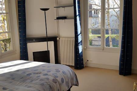 Chambre au calme dans grande maison - Chaville - Casa