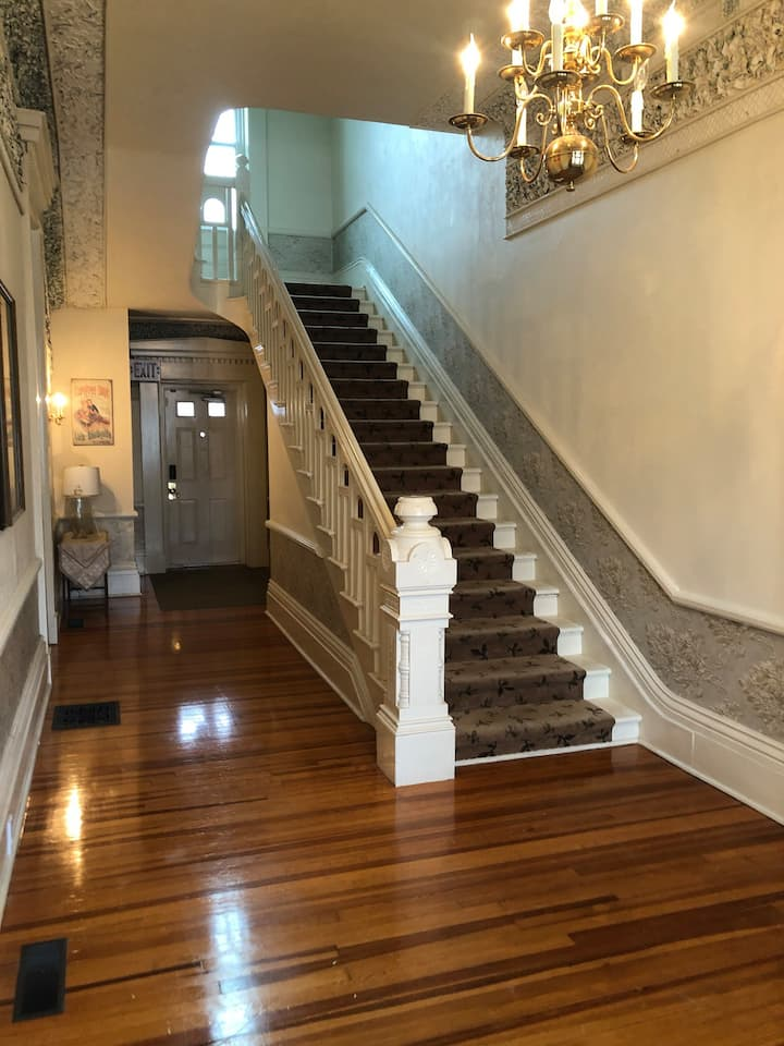 Historic 1850's Downtown Home, close to the Lake
