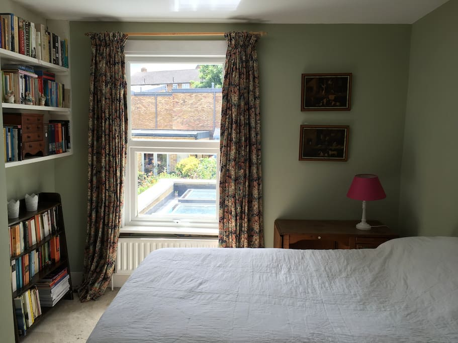Second small double bedroom overlooking the garden, 1st floor