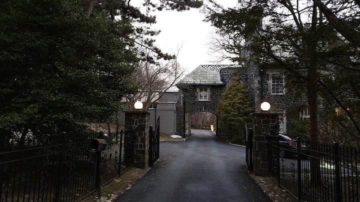 3 BR Apt on Serene Private Estate