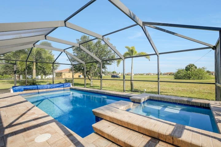 Casa Calm ~ Peaceful Oasis for the Whole Family! - Cape Coral - House