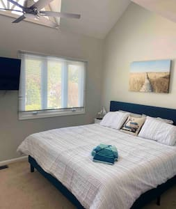 *Location* Beach retreat walk to  Rehoboth Ave