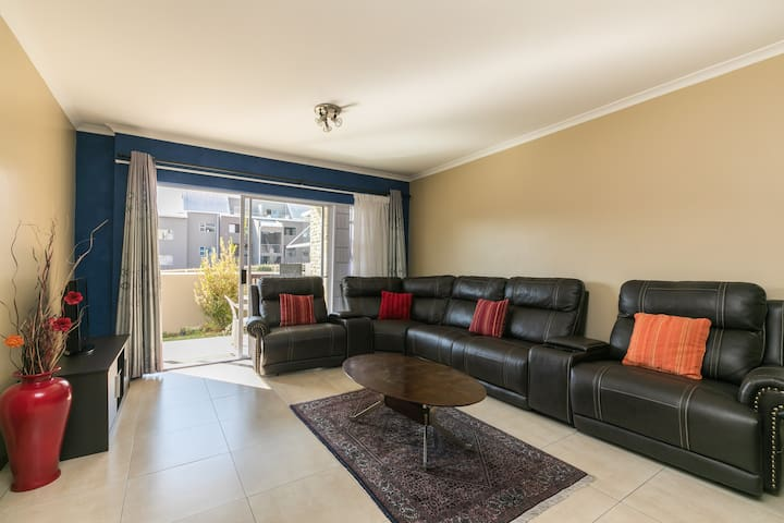Blissful, 2 Bedrooms, 2 Beds, 1 Bath, Wifi, Pool