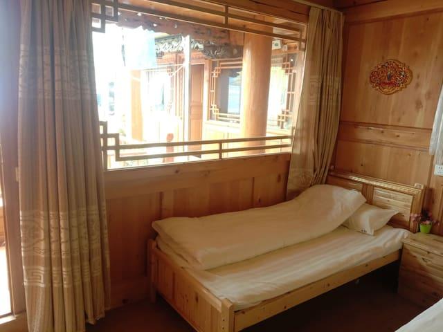 床位合居屋(免费停车,24小时热水,WiFi,公共卫浴)