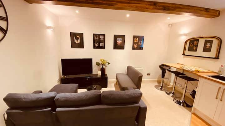 Town centre 2 bed apartment F2