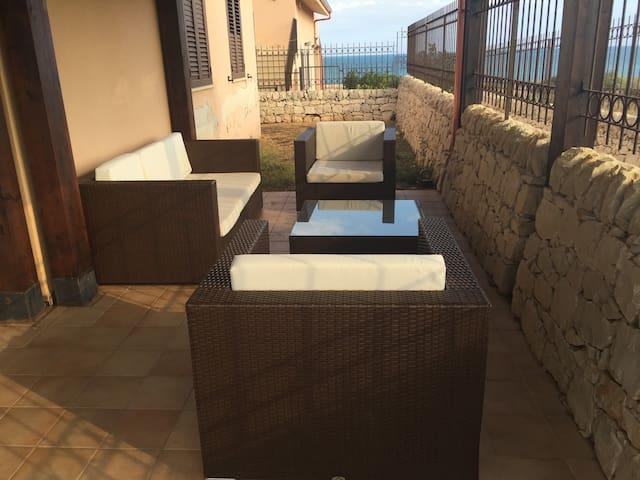 Appartamento al mare con splendida veranda
