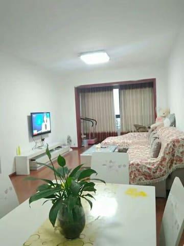 南充生态公园、蓝光香江国际公寓(北门入口19栋)