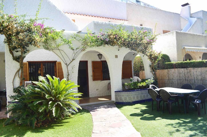 Cozy house with garden / 200 meters from the beach