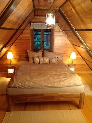 Bett im Dachgeschoss / bedroom upstairs