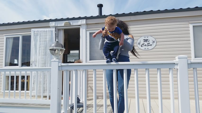 Romney Sands holiday park - Caravan sleeps 6 - Greatstone
