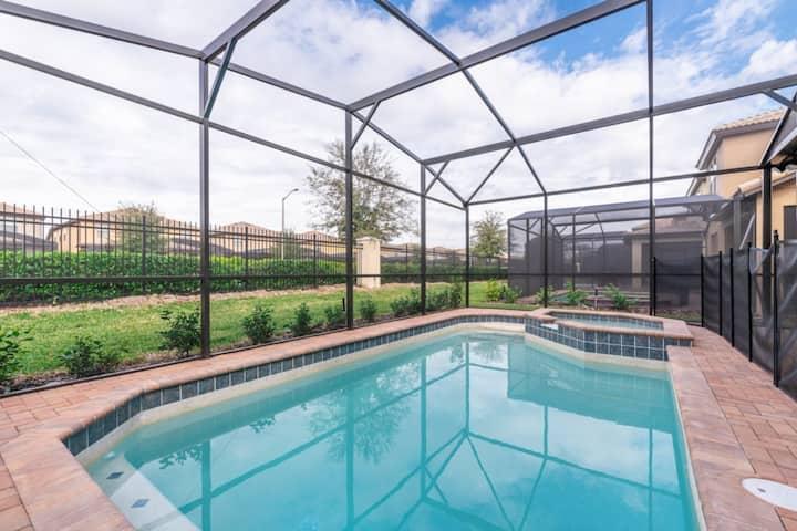 5-BR vacation villa w/ private pool & jacuzzi