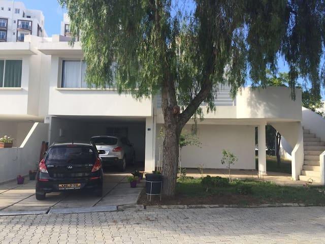 Villa in Doktorlar Sitesi 1 min walking to beach - Famagusta - Appartement