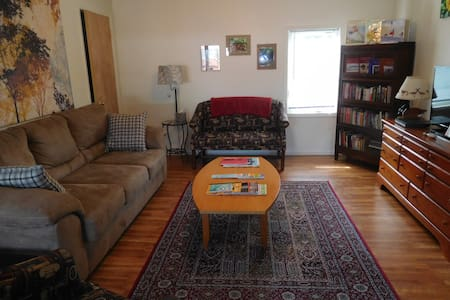 The Library Loft/1BR, 1Bath Furnished Apartment - Yellow Springs