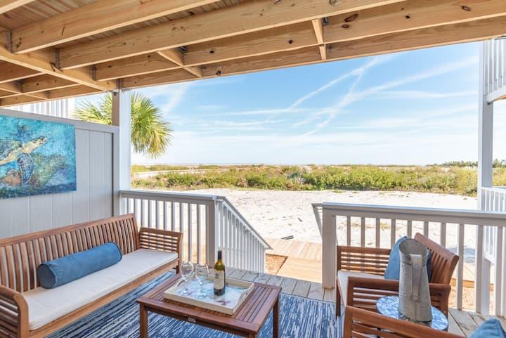Elegant beachfront condo with WiFi