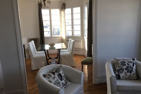 Big bedroom with private bathroom - Issy-les-Moulineaux - Huoneisto