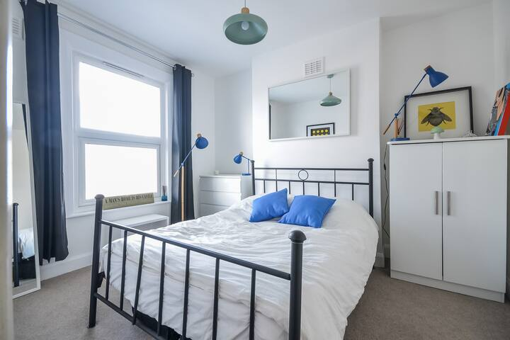 Double quiet room Zone 2, Brockley :)