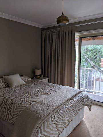 2nd bedroom (upstairs balcony)