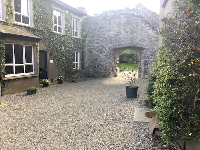 Killiane Castle Courtyard Apartment