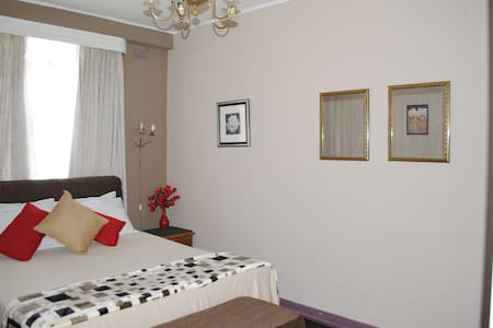 Comfortable & Convenient Avenues Apartment - Apartment