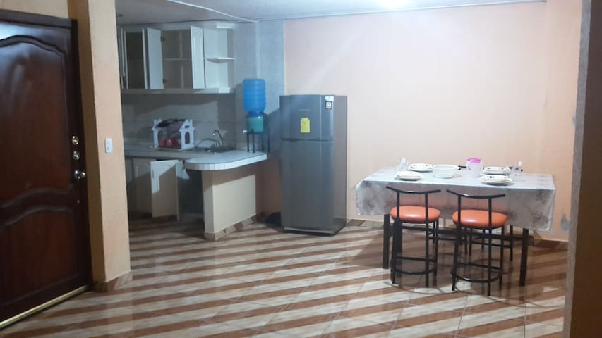 Room1 in a nice and quiet department - Baños de Agua Santa - Apartment