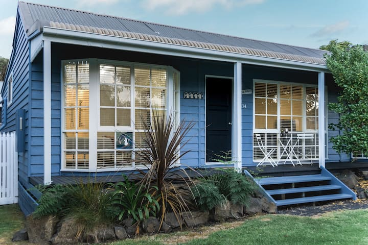Farmhouse Cottage - Phillip Island. Pet Friendly.