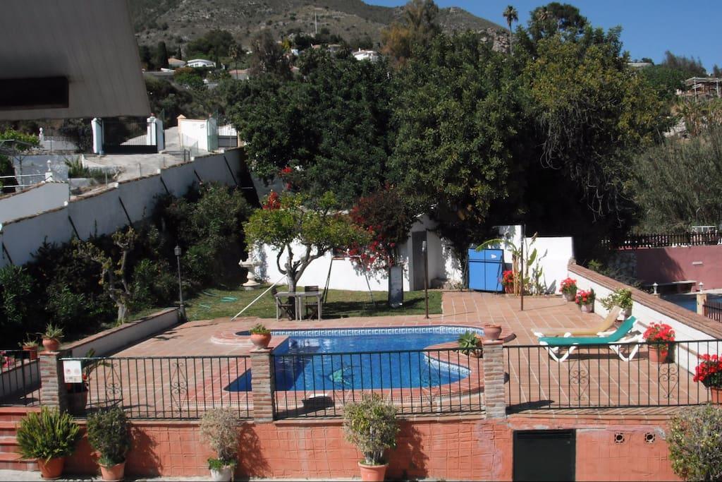 Vista de la piscina desde apartamento 1