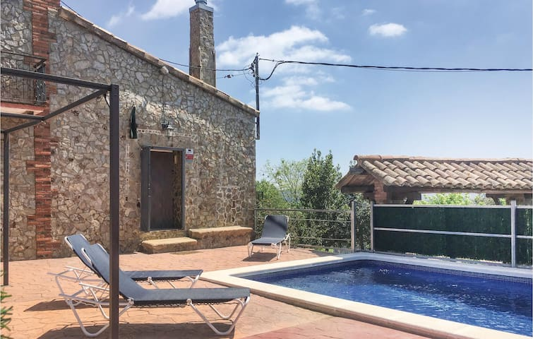 Terraced house with 3 bedrooms on 55m² in Santa Pellaia
