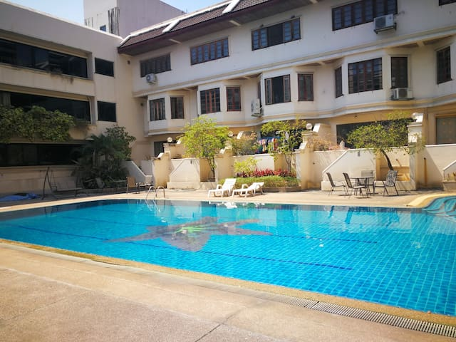 Super value, Free pool, Mountain view, Convenient