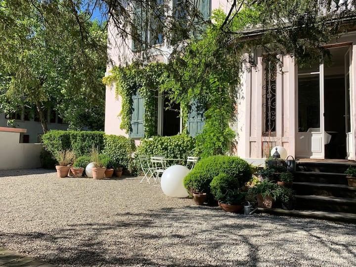 1st charming room in Geneva