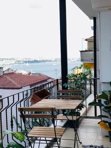 SWEET AND CLEAN APT WITH GREAT VIEW AND AC
