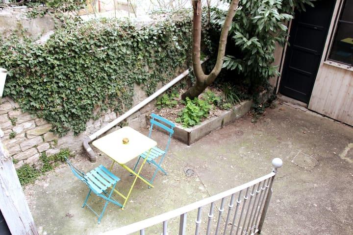 Appartement au centre ville avec arrière-cour