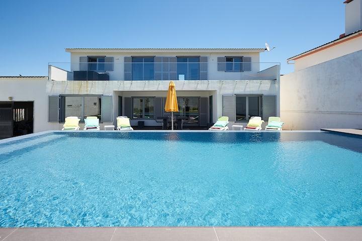 Vivenda com piscina a 50m da praia
