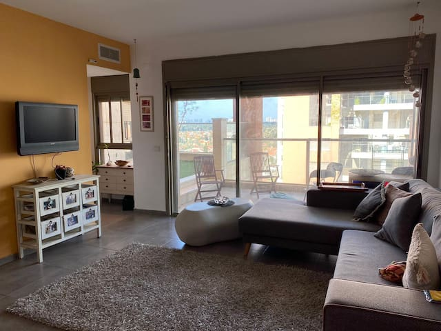 Beautiful new big apartment close to Tel Aviv