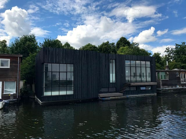 Luxury studio apartment on a brand new houseboat.