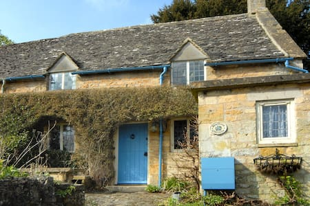 Luxury 17th century cottage in the Cotswolds - Bourton-on-the-Hill
