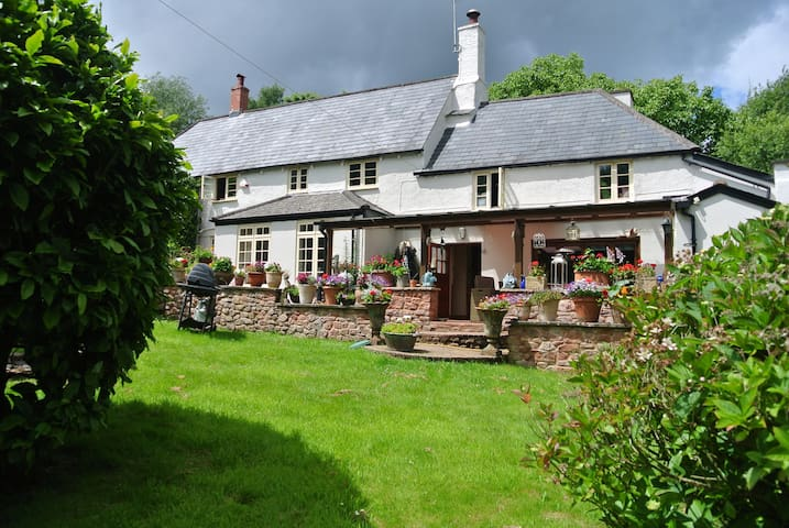 4 Bed Family Home within the Exmoor National Park - Wootton Courtenay - House