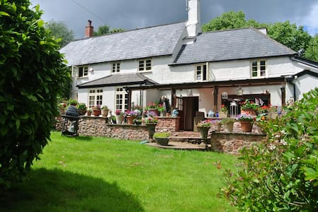 4 Bed Family Home within the Exmoor National Park - Wootton Courtenay - Rumah